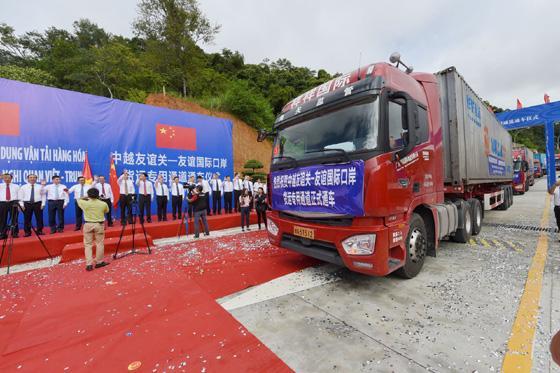 中越国际货运  货车过境